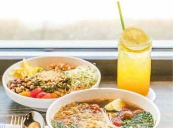 ハワイは今、エスニック料理店が大人気! 「ミャンマーサラダ」や「カルビのせビビンバ」など、おしゃれで美味しいおすすめ3店♡