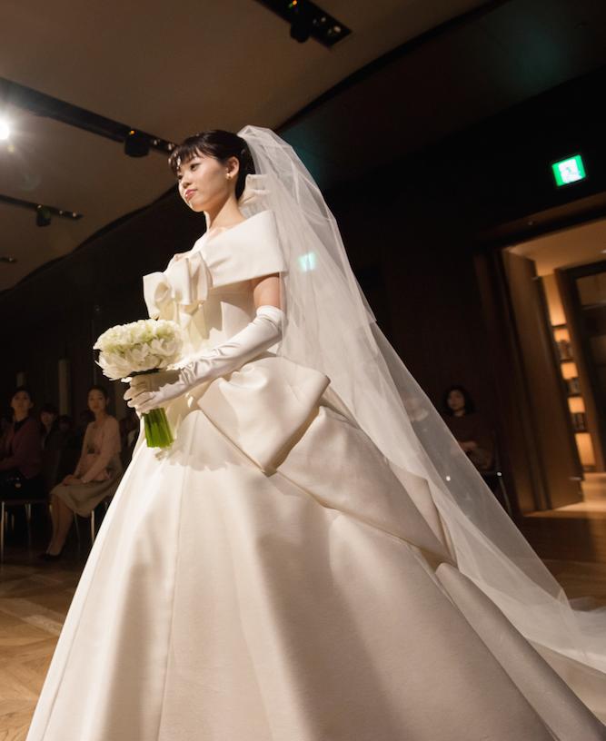 ショーには新婚の藤澤恵麻さんも登場♡ ウェディングドレスブランド『エマリーエ・デザイナーズウエディング』を知っていますか?_1_2