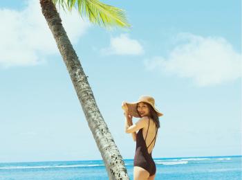 内田理央が提案。ハワイの海がもっと楽しくなる、絶景と水着♡