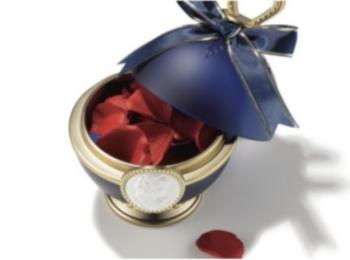 モアビューティズのAMOが『レ・メルヴェイユーズ ラデュレ』の限定チークをお試し! 深紅のバラ色で肌の透明感を引き立てて♡