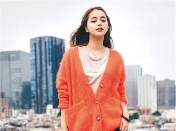 【今日のコーデ】女子会はおしゃれの腕の見せ所。オレンジ色のモヘアニットカーデで鮮度抜群に!