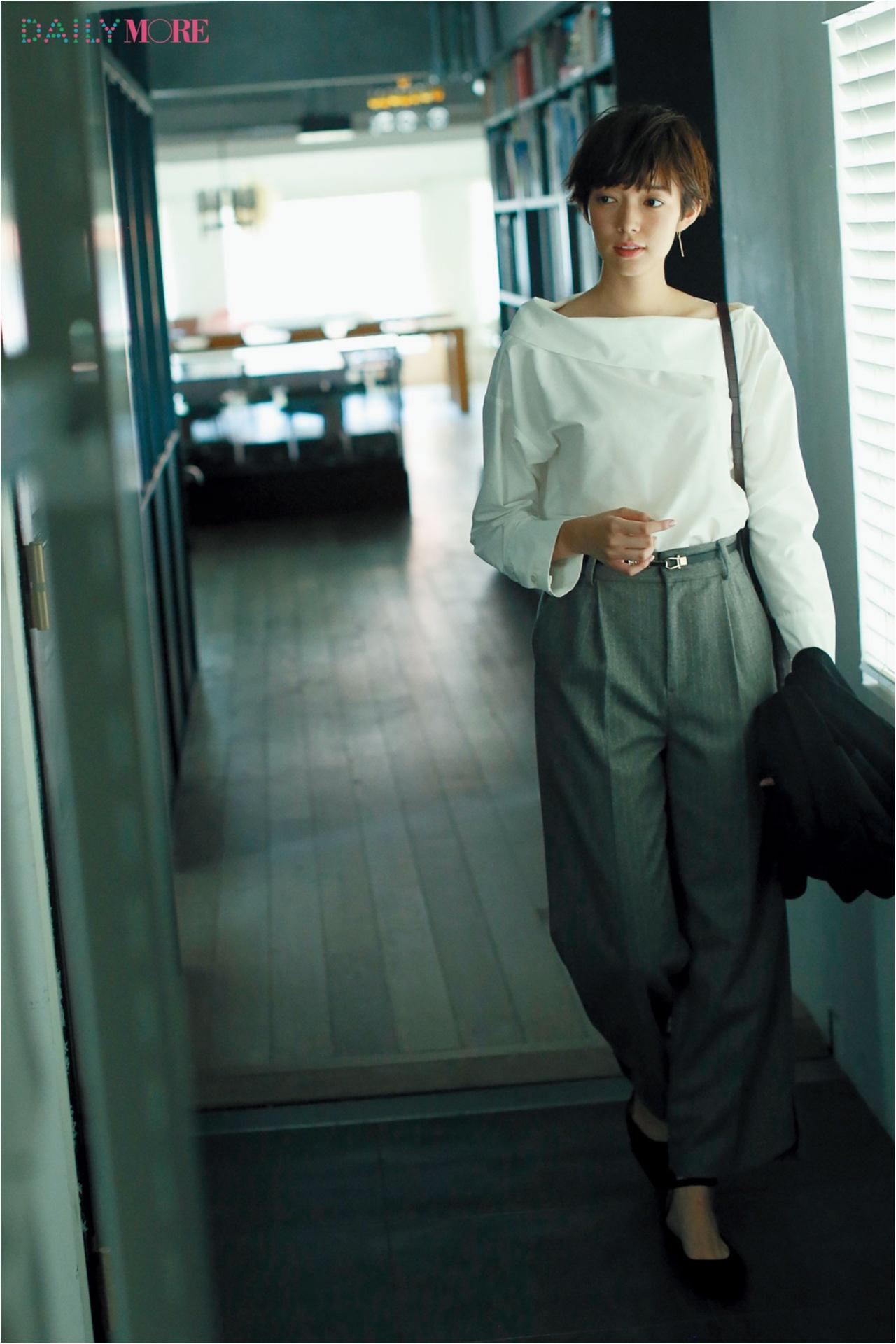 【今日のコーデ/佐藤栞里】きちんと見られたい日のお仕事服、白シャツ×パンツに大人のこだわりを持って。_1