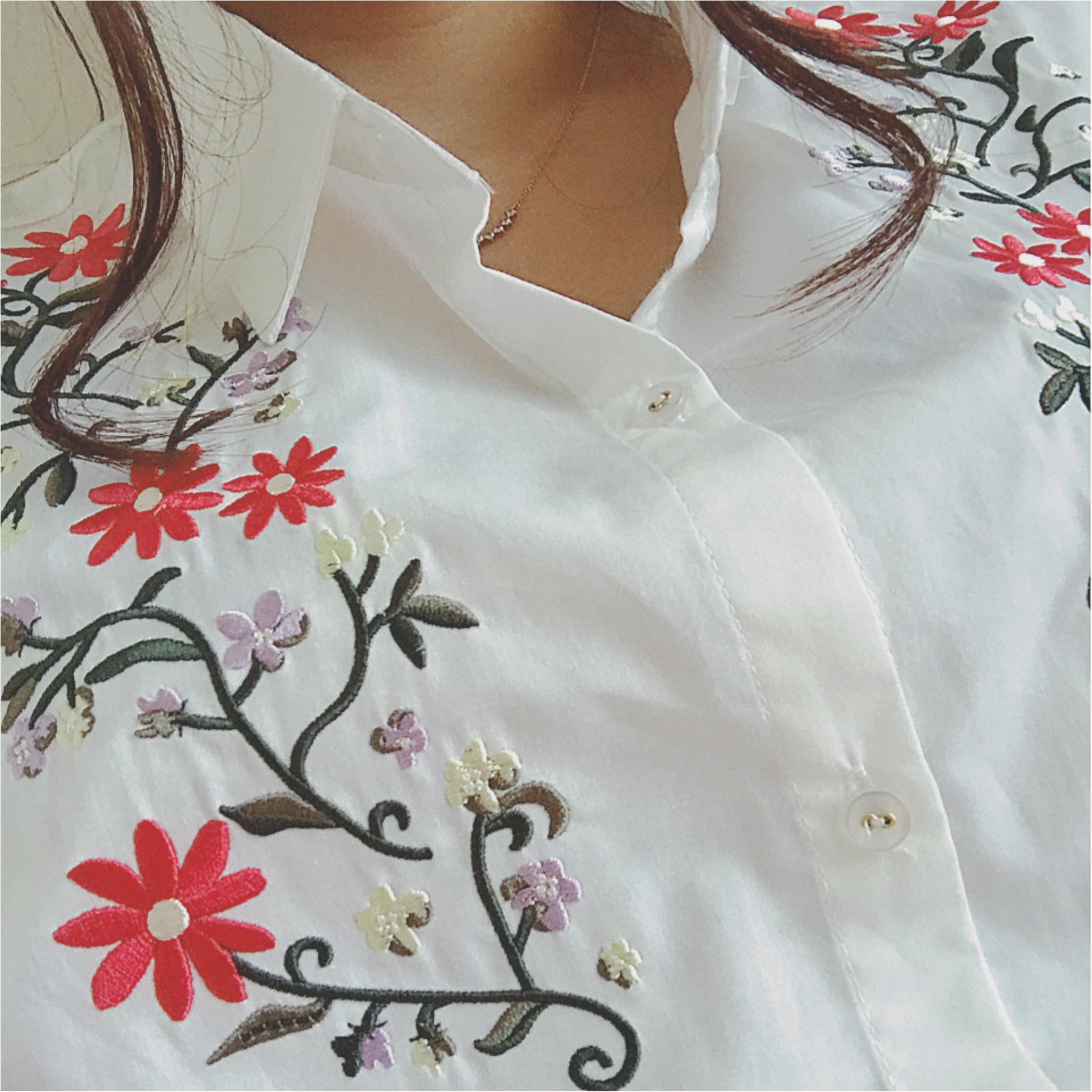 ★流行りの刺繍トップス♡ガーリーアイテムがちょっぴり苦手な私はキレイ色スカートで大人レトロコーデ★_1