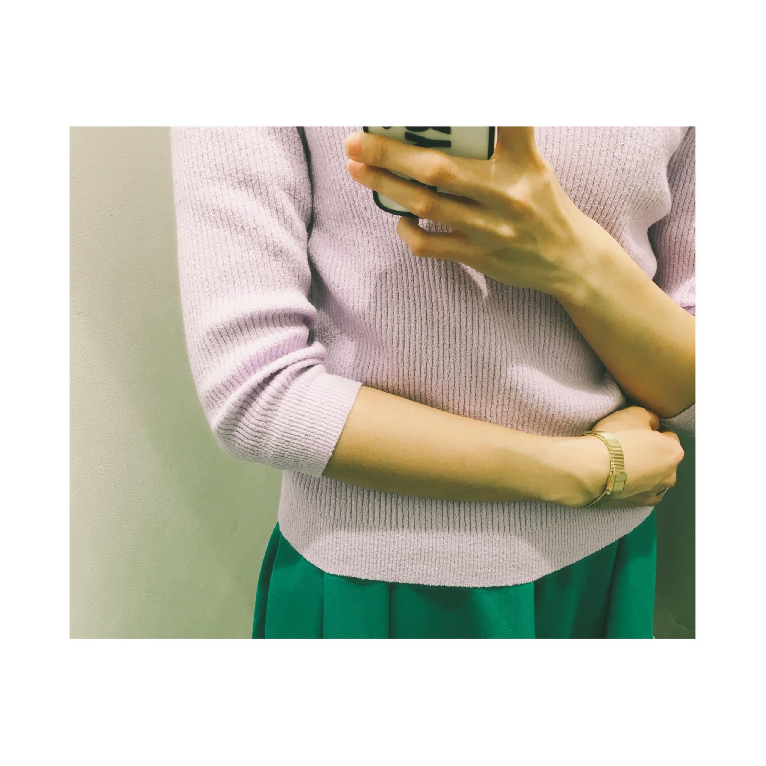 《今春注目のパープルカラーもプチプラでget★》【GU】の新作〝ブークレリブボートネックセーター〟¥1,490+税が着回し抜群です❤️_4