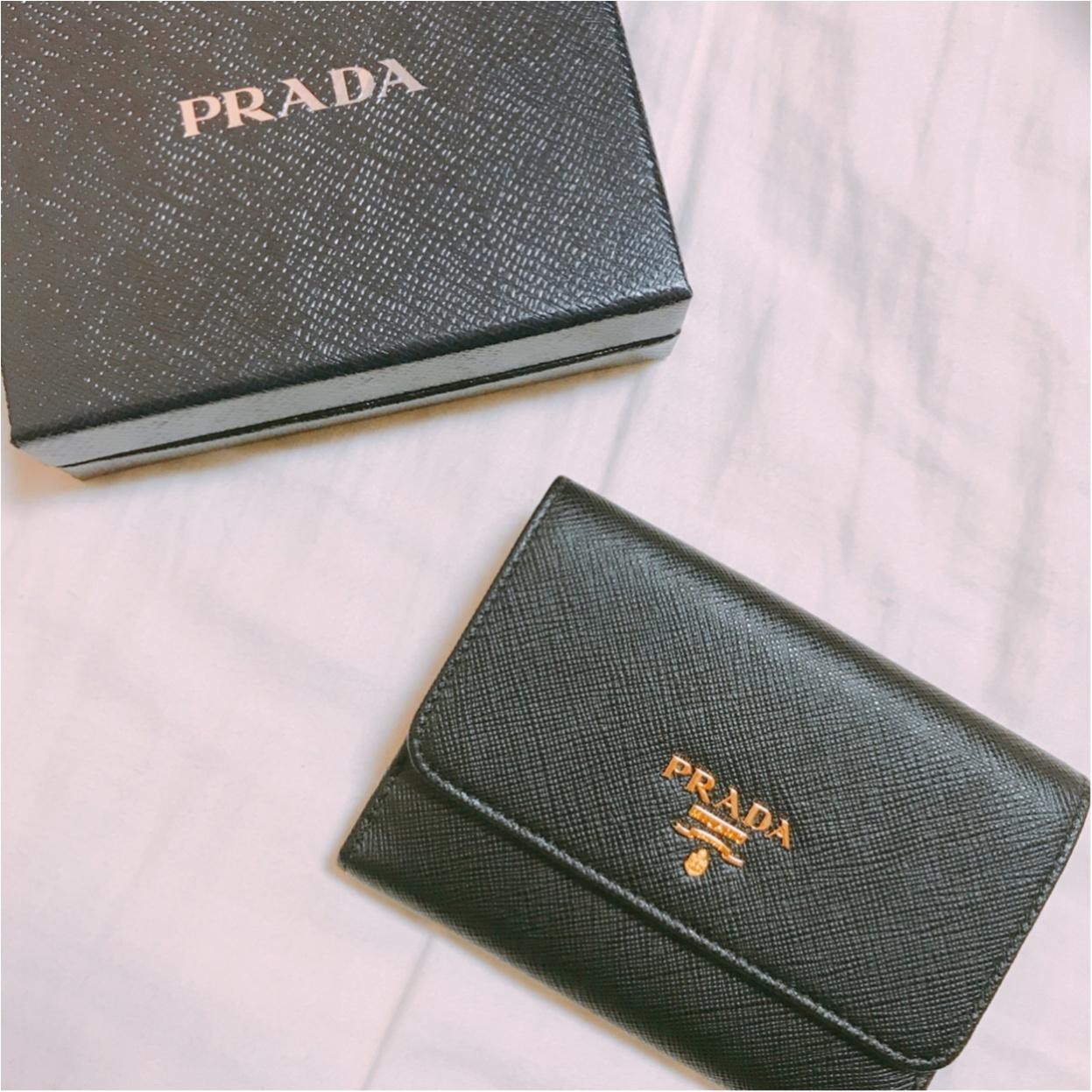 一見シンプル、開けたら可愛い♡【PRADA】で出会った新しいお財布!_2