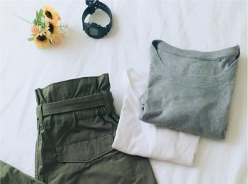 【UNIQLO】クールネックTシャツと【カーキ】パンツで夏らしく♡