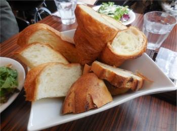 【メゾンカイザーカフェ】メゾンカイザーのパンが食べ放題のランチ