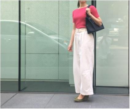 身長158cmスタッフOが実践! 白のワイドパンツをスタイル良く見せる方法。_2