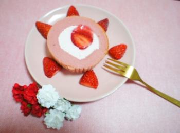 《コンビニスイーツ》でおうちカフェ❤️【LAWSON】いちごづくしロールケーキが絶品!☻