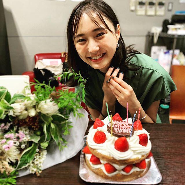 【鈴木友菜の撮影オフショット】8月11日、山の日生まれの友菜ちゃんをお祝い♡_1