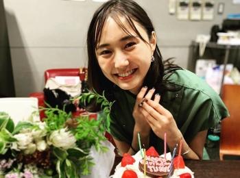 【鈴木友菜の撮影オフショット】8月11日、山の日生まれの友菜ちゃんをお祝い♡
