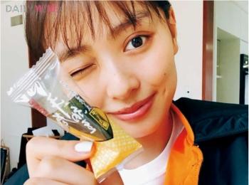 【お気に入りのおやつを教えて!】内田理央ちゃんは、『MORE』の撮影時に食べた「手巻納豆」。
