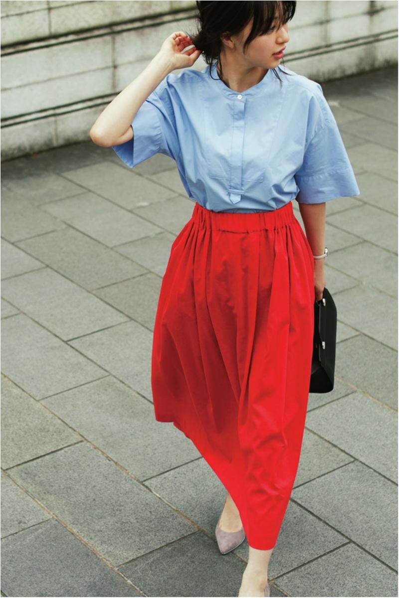 着るだけで華やぐ【真夏のきれい色ボトム】コーデ15選   ファッション_1_14