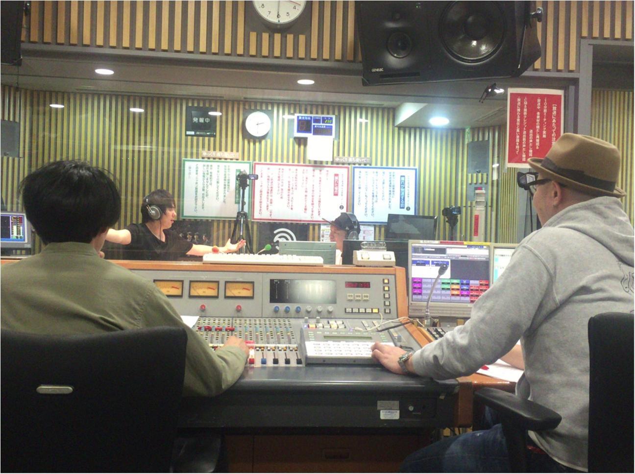 【ウラMORE】ウーマンラッシュ村本さんのラジオの裏側、突撃取材!_4