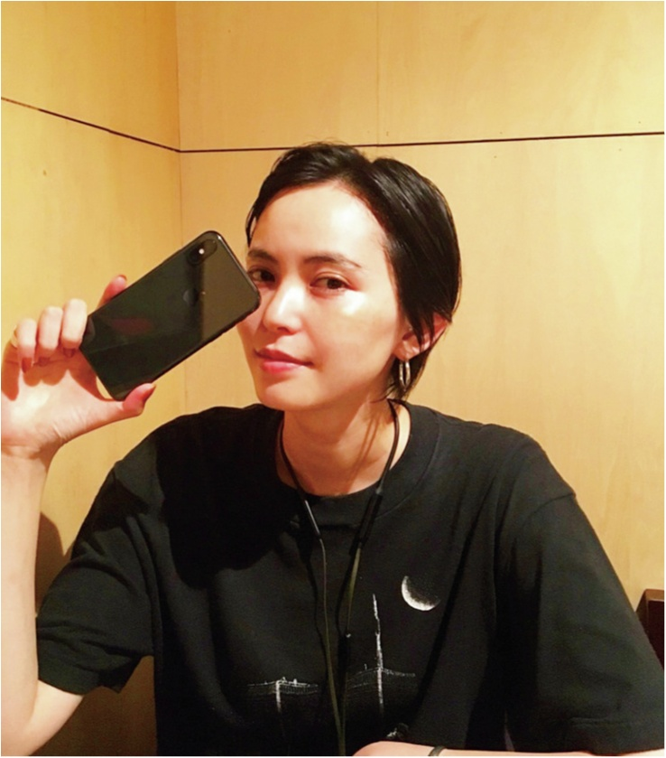 比留川游は、「iPhone X」に変えたばかりで悩み中(笑)【モデルのオフショット:スマホケース編】_1