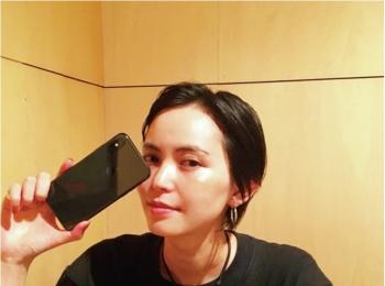 比留川游は、「iPhone X」に変えたばかりで悩み中(笑)【モデルのオフショット:スマホケース編】