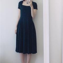 【お呼ばれドレス】ミモレ丈×濃グリーンで落ち着いた雰囲気に!普段も気軽に使えちゃう洗えるドレス!