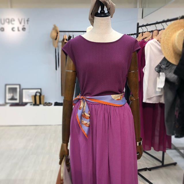 真っ赤なTシャツも、きれいなタイトスカートも♡『ルージュ・ヴィフ』の展示会【 #副編Yの展示会レポート 】_3