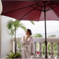 """沖縄で""""絶景の海""""を眺めながら、カップルでエステはいかが?"""