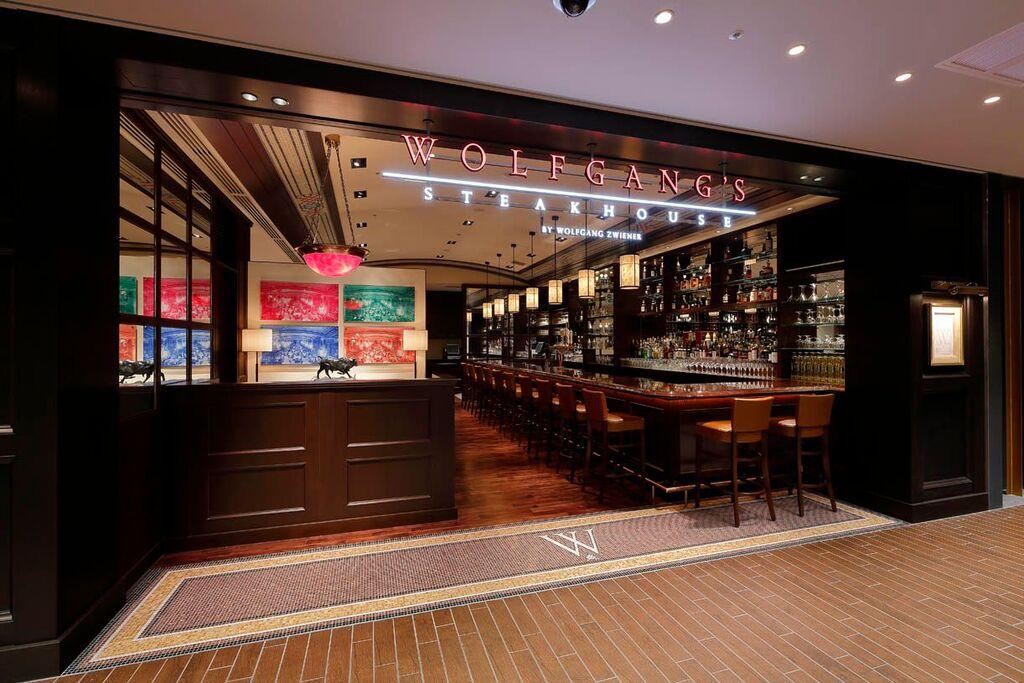ステーキをがっつり食べるならココ! 『ウルフギャング』が大阪にオープン!_1