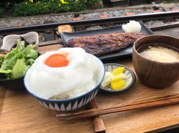 【鎌倉ランチ】江ノ電を目の前にいただく『ヨリドコロ』の干物定食
