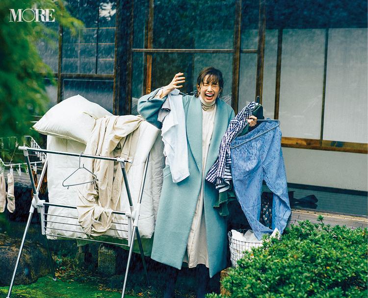 「白とグリーンの配色は雨にも映える、けど洗濯物がー!!」佐藤栞里主演【冬から春へ。手持ち服9着から始める着回し】13日目_1
