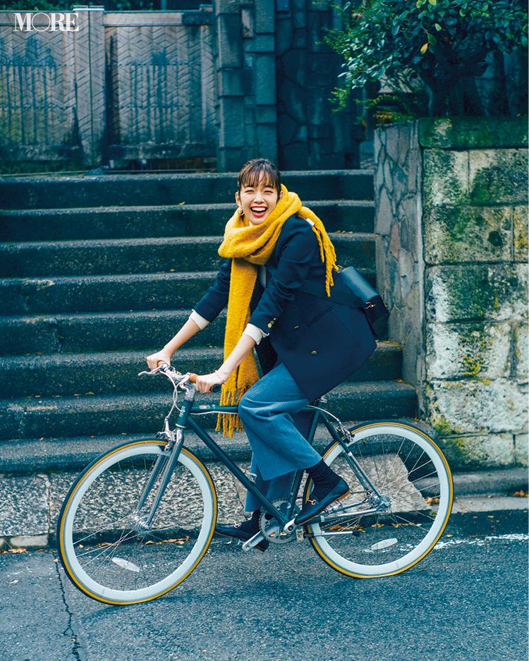 「風はまだ冷たいけど、ストール巻いて自転車通勤♬」佐藤栞里主演【冬から春へ。手持ち服9着から始める着回し】17日目_1