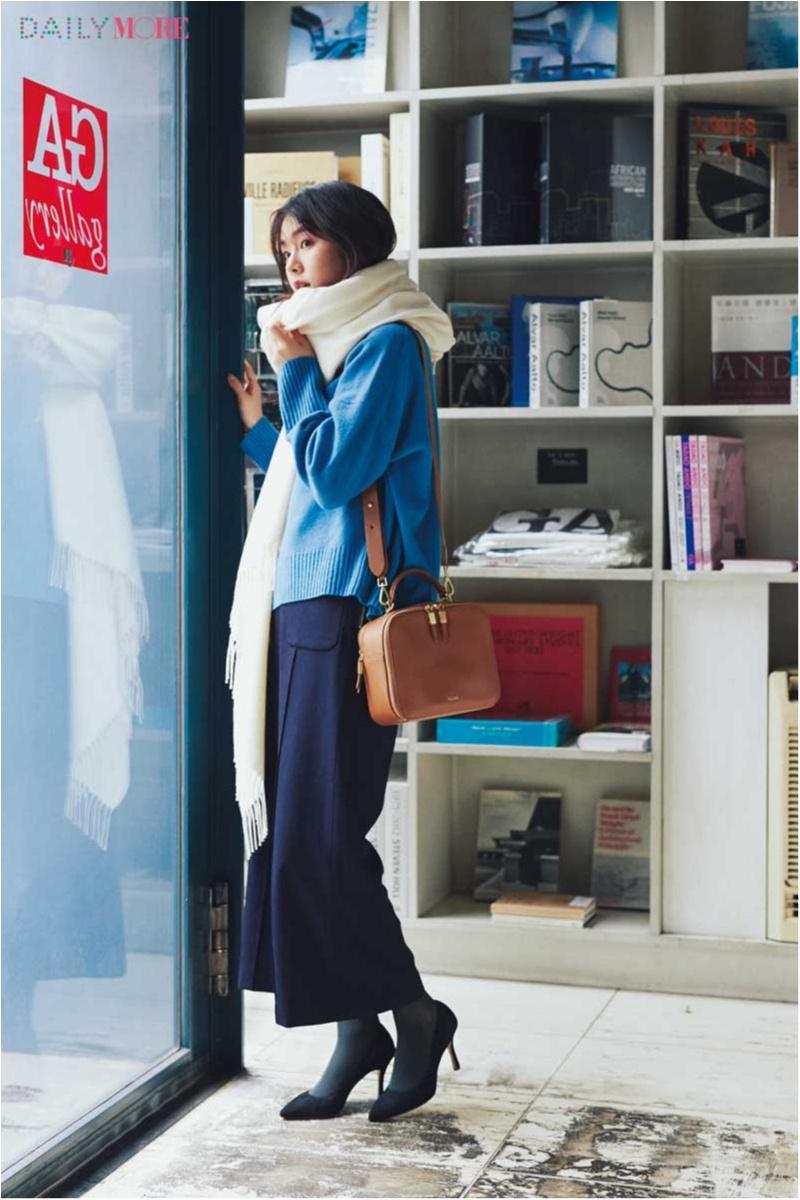 【今日のコーデ】冬のブルートーンコーデをあったかくスタイルよく魅せる、小物使いをマスターして。_1