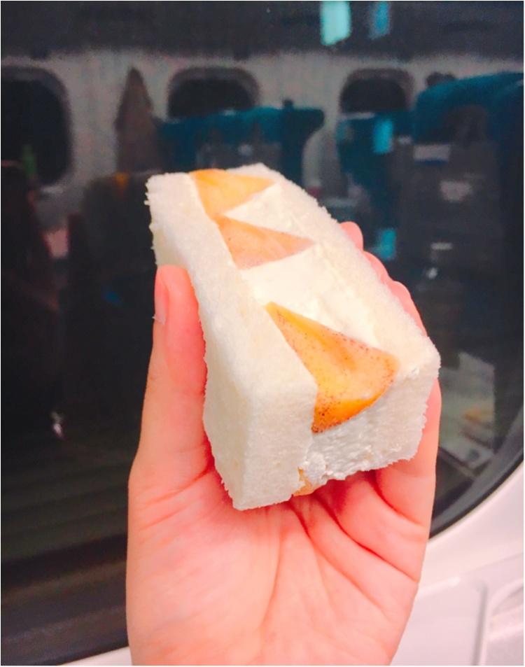 【出張グルメ】ジューシーなフルーツにふわっふわのクリームに癒される♡ 新大阪駅ナカで買える!『山口果物』の絶品フルーツサンド♡_5