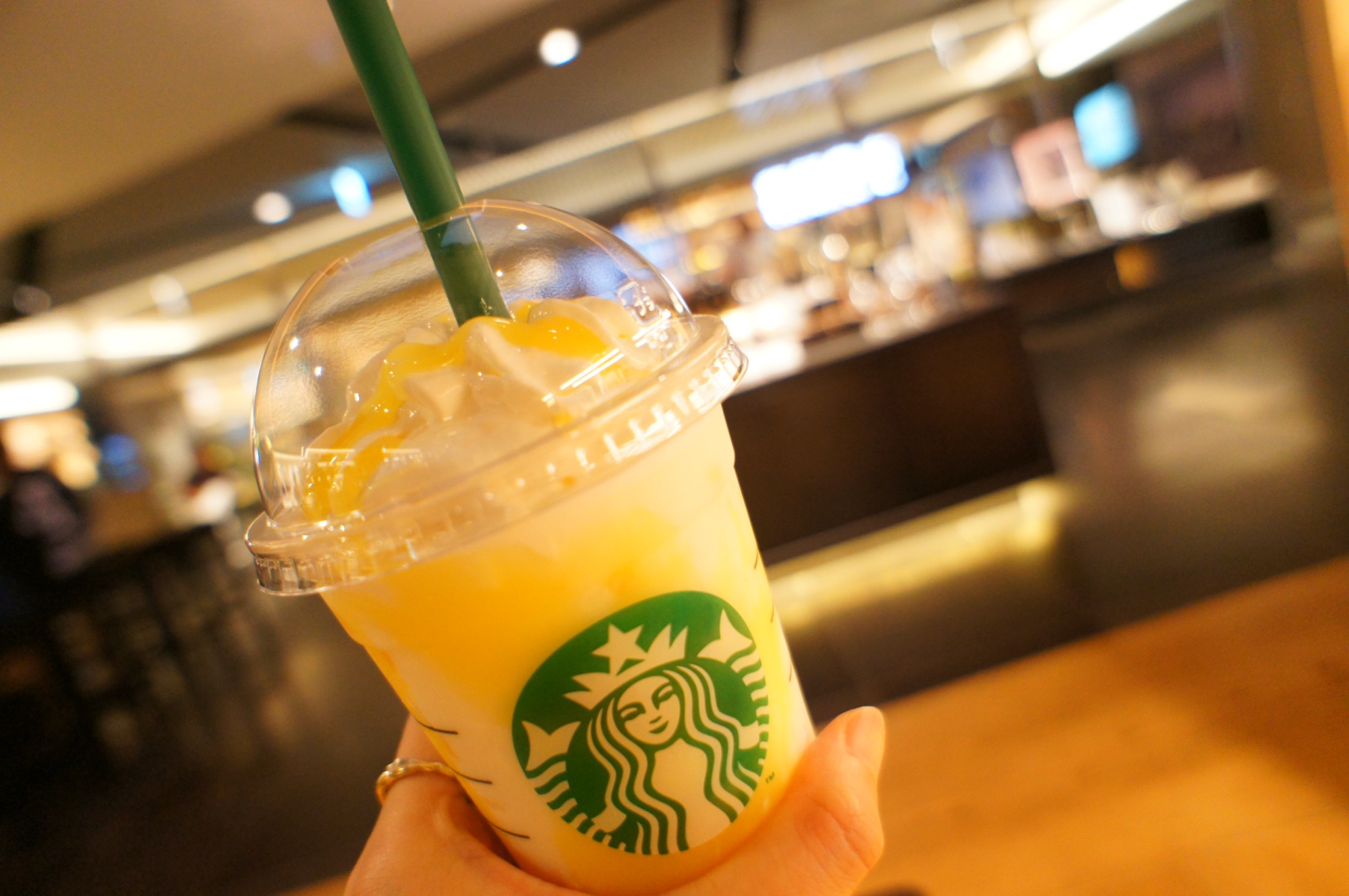 《発売前から話題沸騰❤️》【スタバ】レモンヨーグルト発酵フラペチーノを飲んできました☻_3