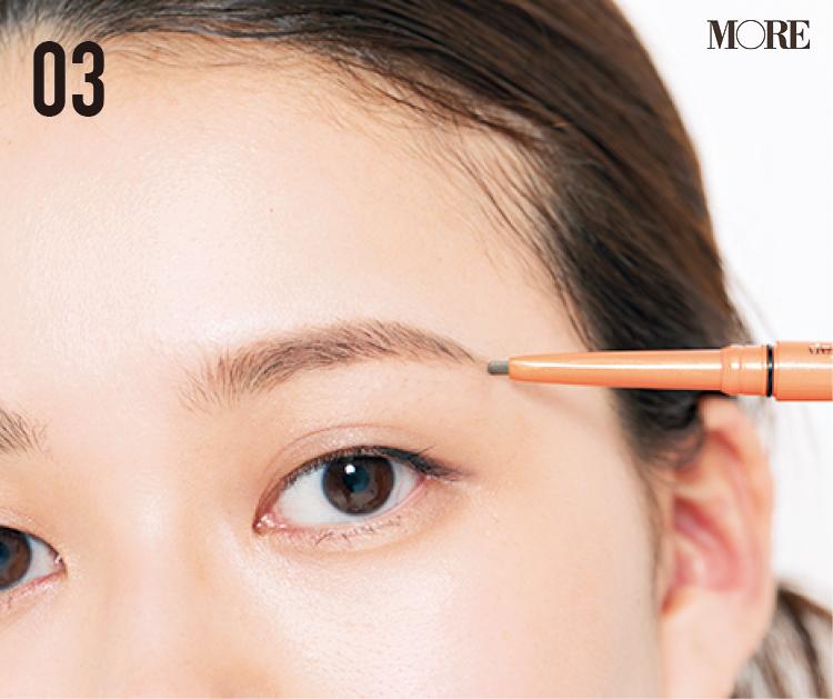 まばら眉の人におすすめの描き方! 毛がある部分とない部分でアイテムを変えて立体的に。眉尻は『デジャヴュ』の密着ペンシルで_6