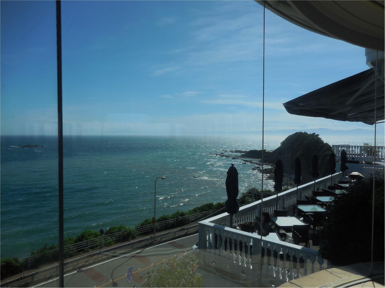 海が大好きなのでチャペルも披露宴会場も海が近いところを選びました!_5