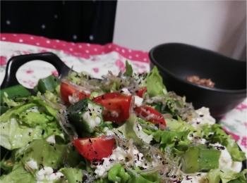 日々の食べ過ぎを反省し・・・サラダごはん