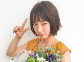 吉岡里帆さんのキラキラした目が可愛すぎる♡【MORE10月号 撮影のオフショット】