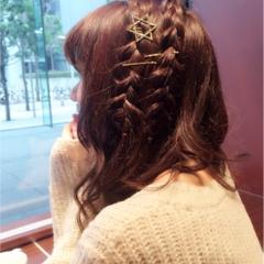 【バレンタイン髪型編】ミディアムヘアーアレンジはゴールドピンと星の飾りでお出掛けヘアーに。可愛いくゆるふわ仕上げ♡