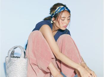 きれい色と合わせたい 【真夏のネイビーコーデ】20選|ファッション