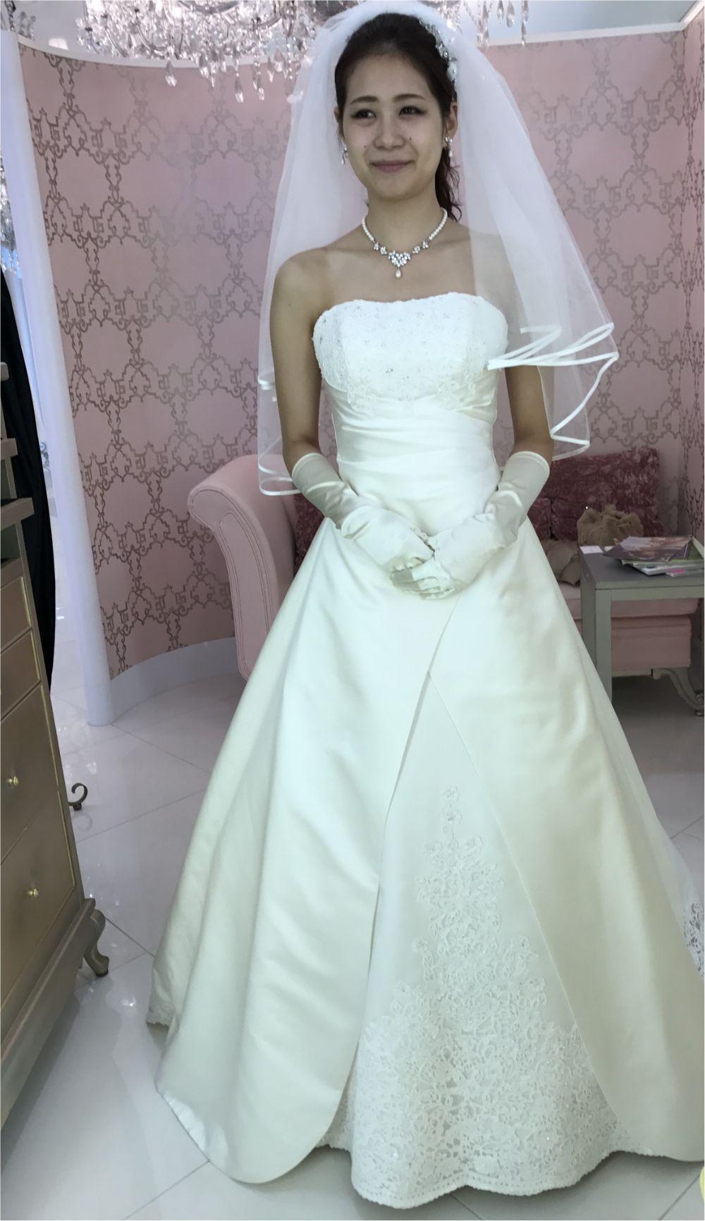 卒花さんに聞く【ドレス特集】-  結婚式・二次会におすすめ! プレ花嫁さんに人気のおしゃれなウェディングドレスは?_34