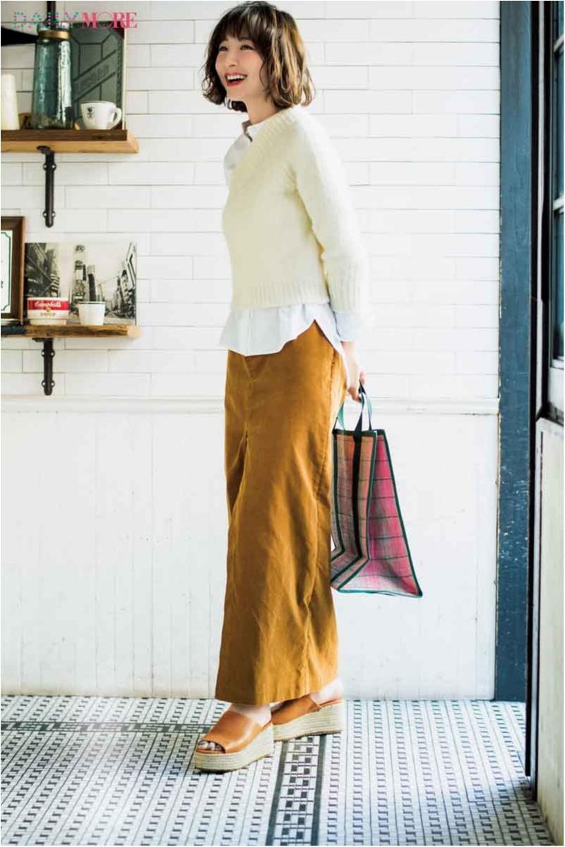 【今日のコーデ/篠田麻里子】クリーンな白と優しげなベージュの好印象カジュアル。抜け感のある足もとで春を意識して♡_1