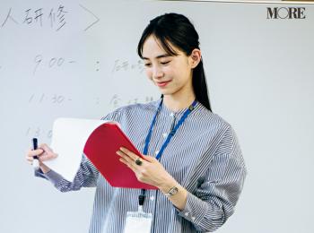 ストライプシャツの知的さで緊張をごまかす。 井桁弘恵主演『毎日コスパで愛されシンプル』着回し連載7日目