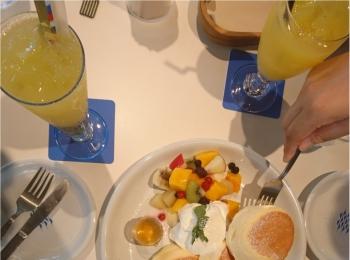 ≪兵庫県・西宮≫海を眺める「映え」カフェでいただく、ふわふわパンケーキが美味!