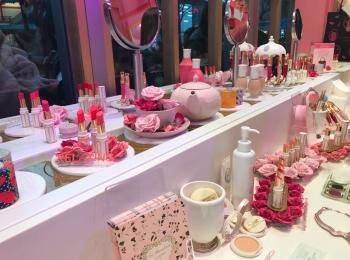 ピンクが可愛い❤︎ラデュレのイベントスペース!