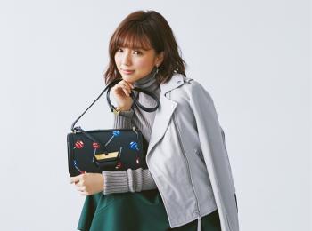 """真野恵里菜さんはあのブランドに""""ふた目惚れ""""❤︎ ミニバッグとその中身、見せてもらいました!"""