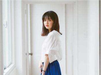 【今日のコーデ】台風が心配だけど、鮮やかなブルーのスカートで、少しでも気持ちを晴れにつなげて。
