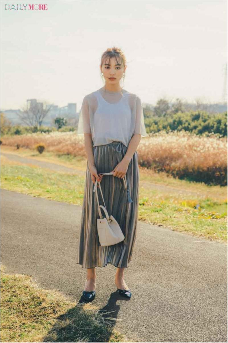 【今日のコーデ/内田理央】シアーなトップスにサテンのプリーツスカートで、とびきり印象的なワントーンコーデ♡_1