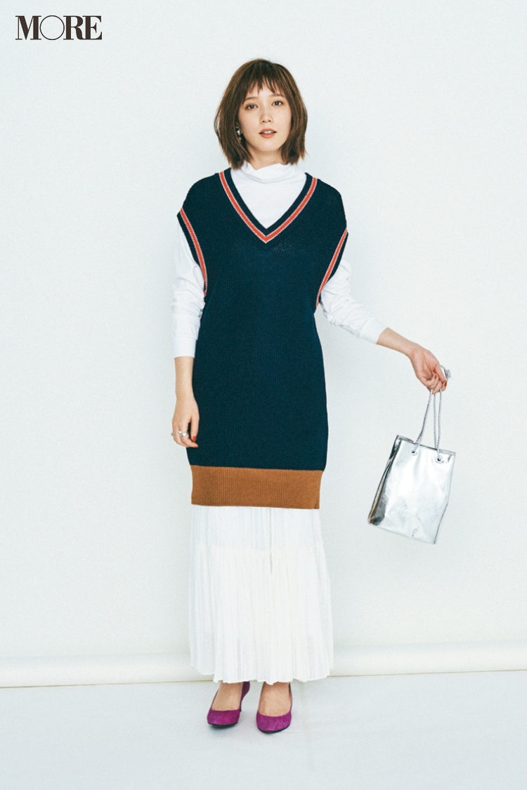 【20代のプリーツスカートコーデ】白のロングプリーツスカート