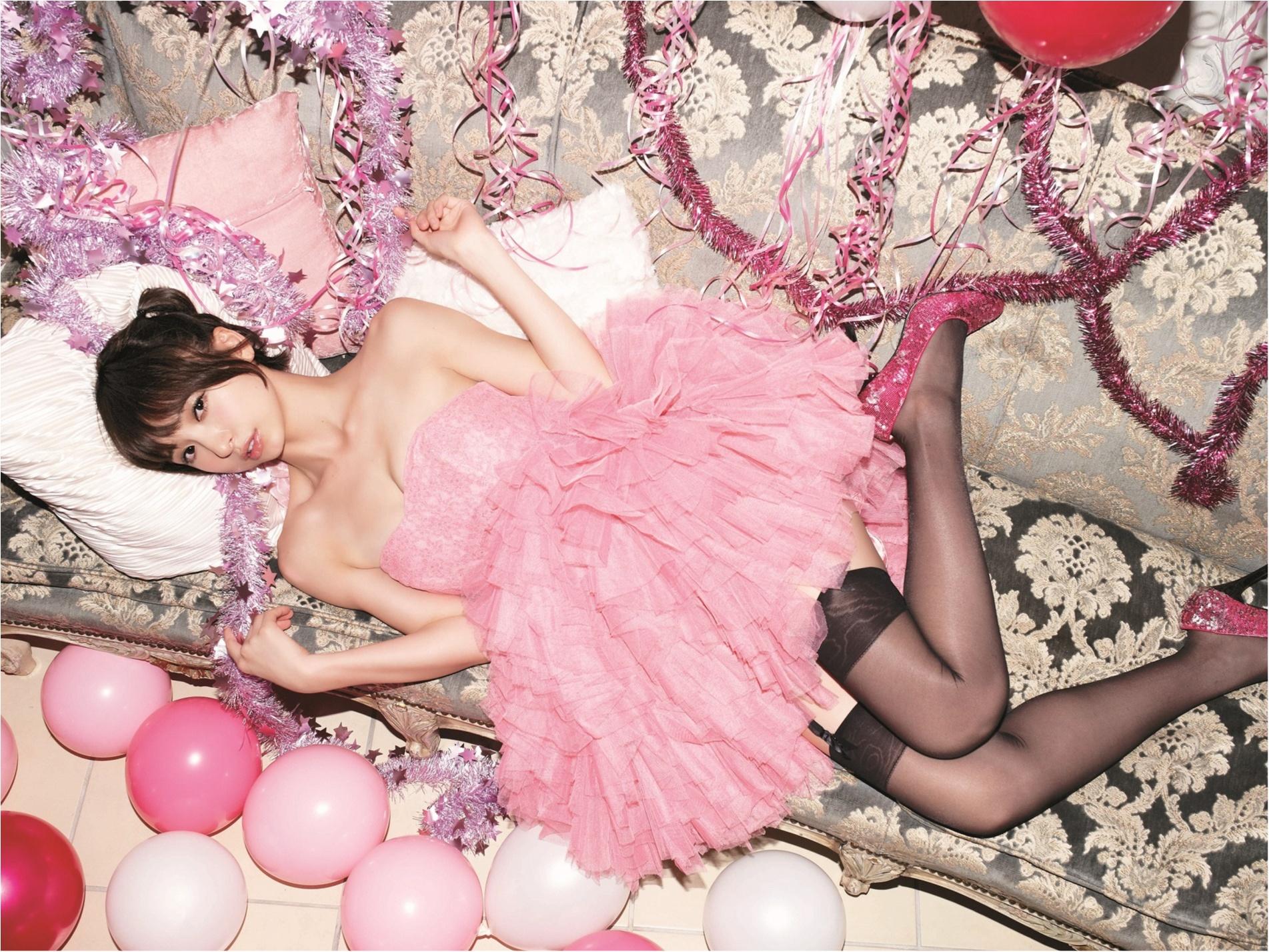 水着も満載! 篠田麻里子の6年間をまとめた豪華写真集が出たっ!!_2