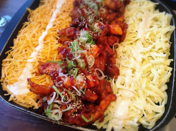 東京・新大久保のおすすめ韓国グルメ特集 - チーズタッカルビやサムギョプサルなど本場の味を楽しむ!