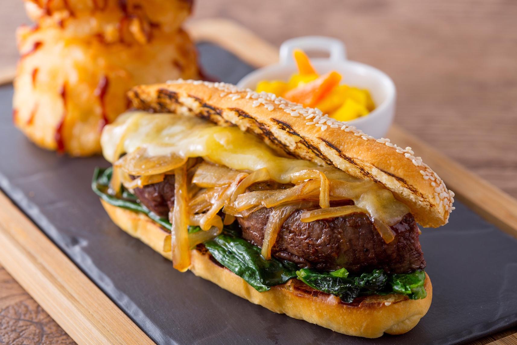 『ヒルトン東京』で、贅沢サンドイッチのランチはいかが?_3