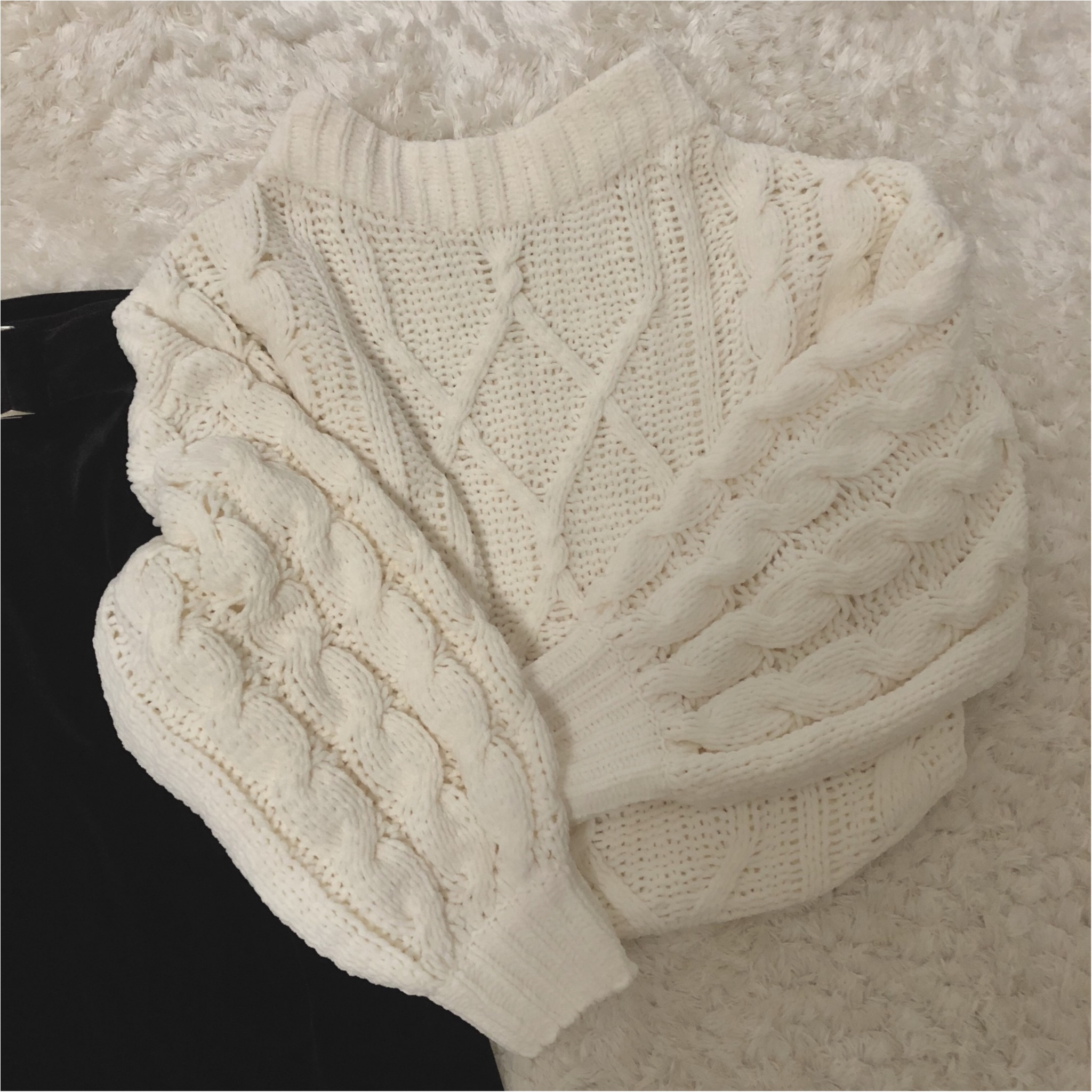形が可愛い♡Knitが1990円?!冬のニットは【GU】で♡ ベロア素材のタイトスカートもプチプラ価格。_1