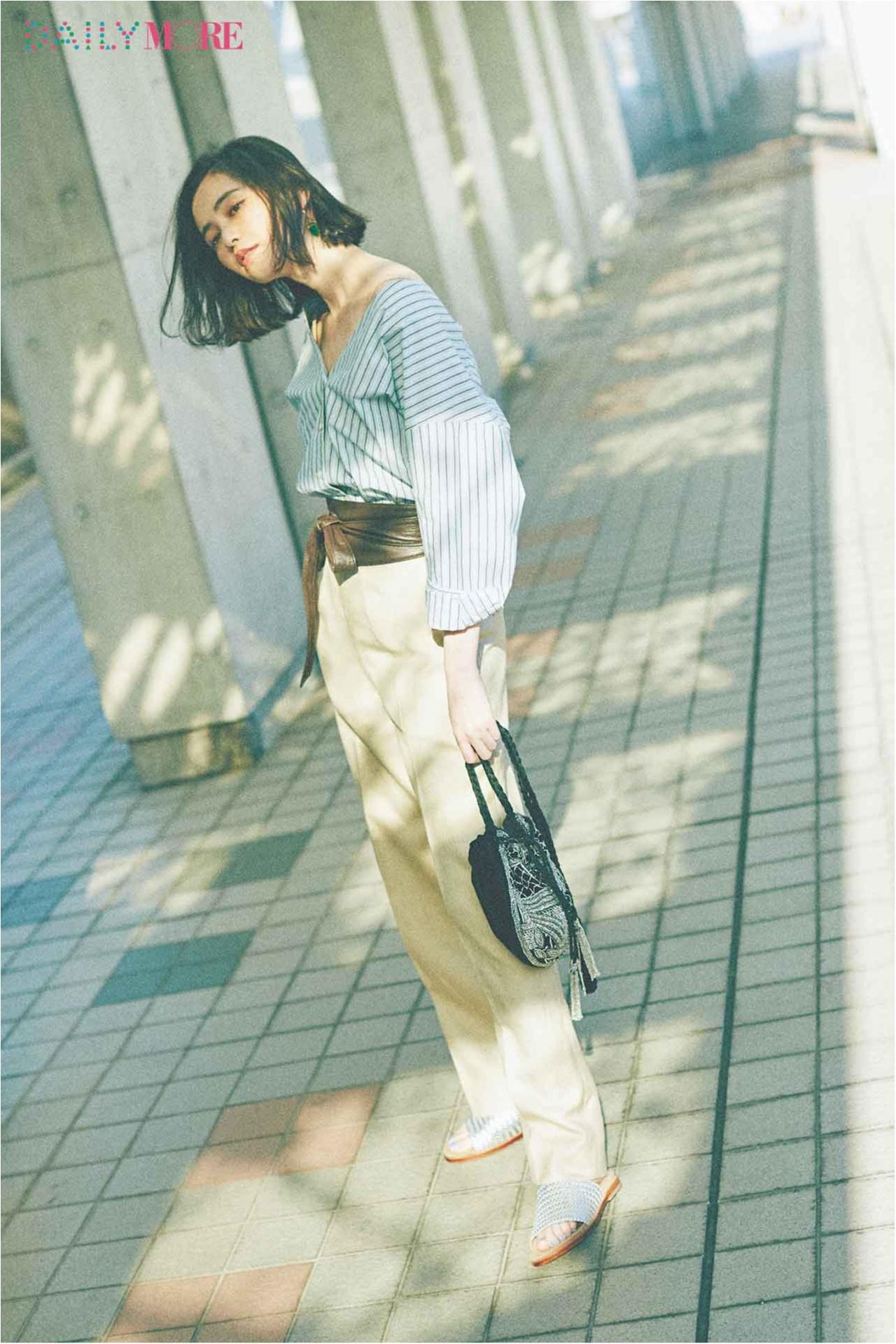 【今日のコーデ/比留川游】衿もとの肌見せとサッシュベルトで、シャツ×パンツの鮮度を上げて。_1